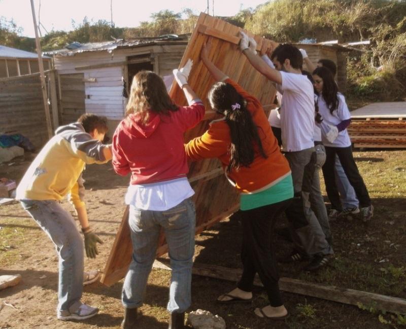 Hexacta volunteers and Techo