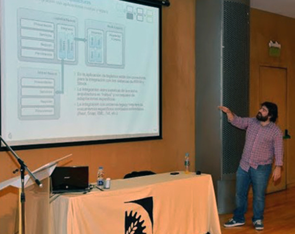 Hexcta's professionals encourage students on software architecture on lecture