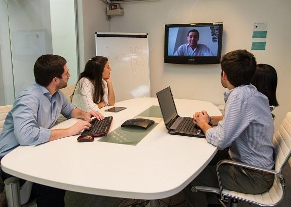 Communication in agile software development hexacta