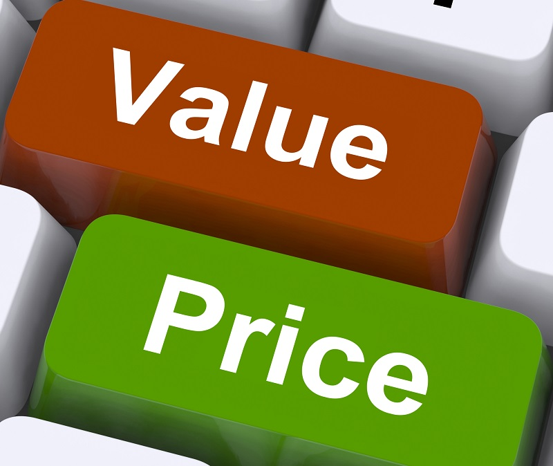 Software Quality or Price: which one really matters?