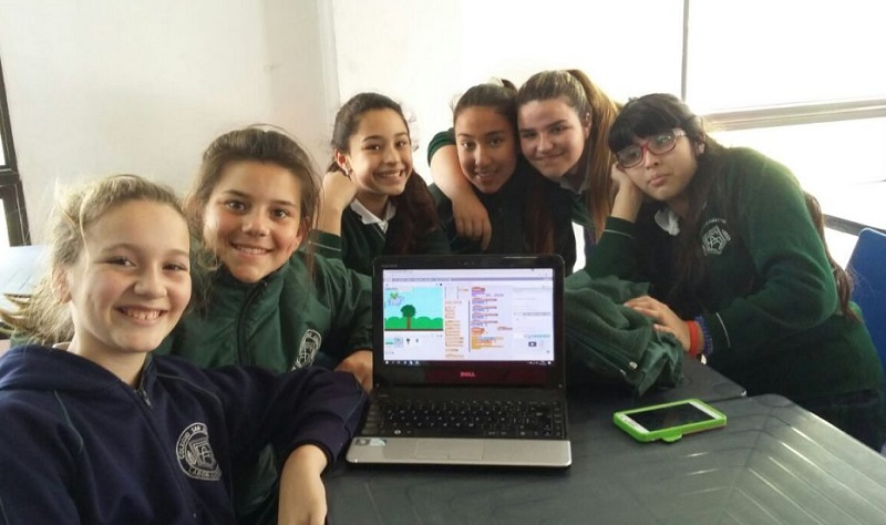 "Hexacta's second year contributing to the ""Chicas Programadoras"" (Girls who code) club"